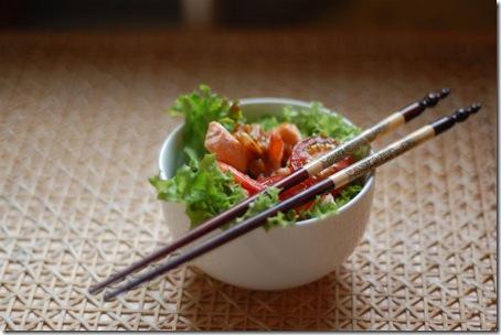 Sałatka po tajsku z owocami morza